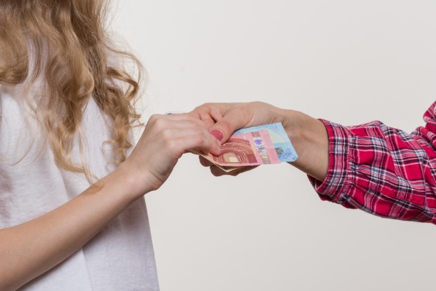 Γνωριμίες με οικονομικά παιδιά