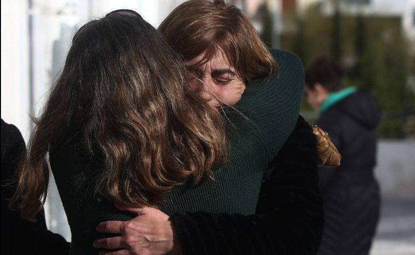 Ένταση στη δίκη Τοπαλούδη- Εκτός εαυτού η μάνα της Ελένης ...