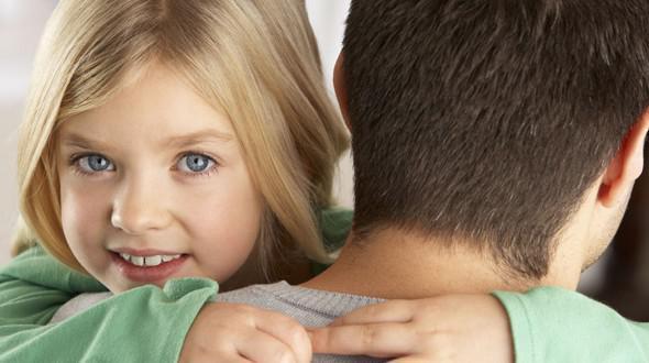 Μόνος μπαμπάς: Ένα δώρο ζωής που δεν επιστρέφεται