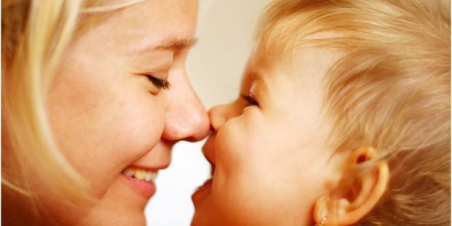 Γιατί δεν κάνει να φιλάμε τα παιδιά στο στόμα;